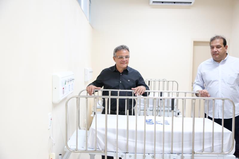 O prefeito conferiu os equipamentos da nova UPA