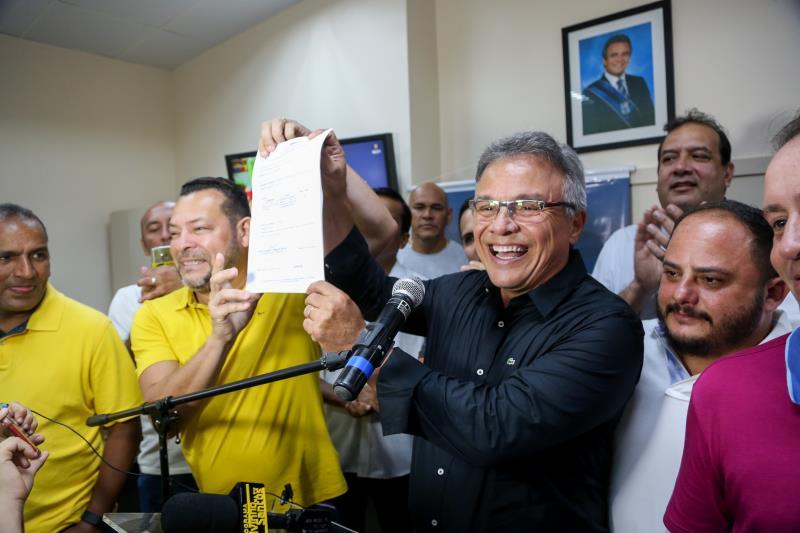 Após o pronunciamento, Zenaldo assinou a ordem de serviço que garantirá o asfaltamento do trecho rua Maravalho Belo, com investimento de mais de R$ 200 mil