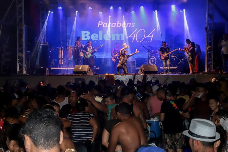 Centenas de pessoas se divertiram no Portal da Amazônia, na noite deste domingo