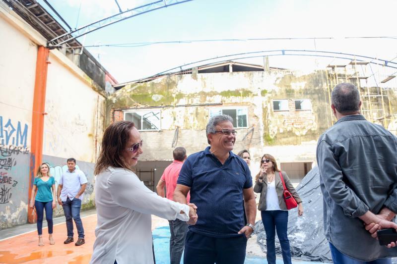 A vistoria começou pelo espaço Mestre Setenta, no bairro do Guamá. O local está em obras, desde o ano passado, e será transformado em uma creche, que irá atender a cerca de 150 crianças.