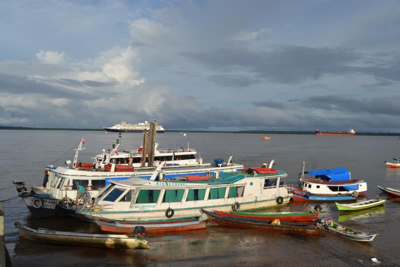 O navio Amsterdam, de bandeira holandesa, é o segundo cruzeiro a passar pelo trapiche de Icoaraci, neste início de ano