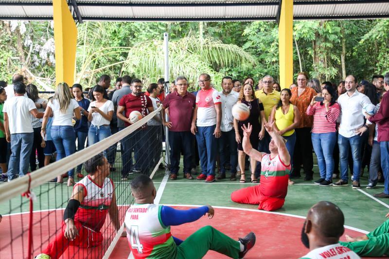 Na inauguração da nova quadra poliesportiva, foi disputa uma partida de vôlei pela equipe de paratletas da Tuna Luso Brasileira