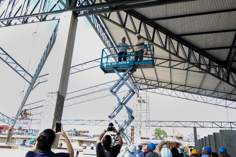 Guindaste e outros aparelhos de construção civil estão sendo utilizados para melhorar o andamento das obras no Complexo do Jurunas