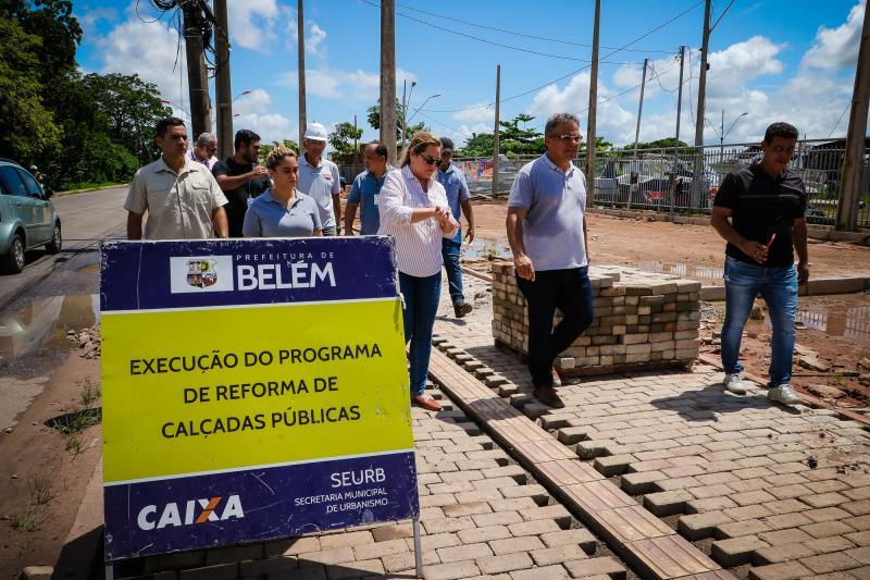 A execução do programa de reforma de calçadas públicas avança da avenida Bernardo Sayão com Roberto Camelier