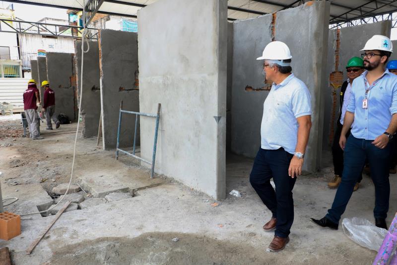 O prefeito Zenaldo Coutinho vistoriou as obras no Porto do Açaí, na manhã desta quinta-feira, 16