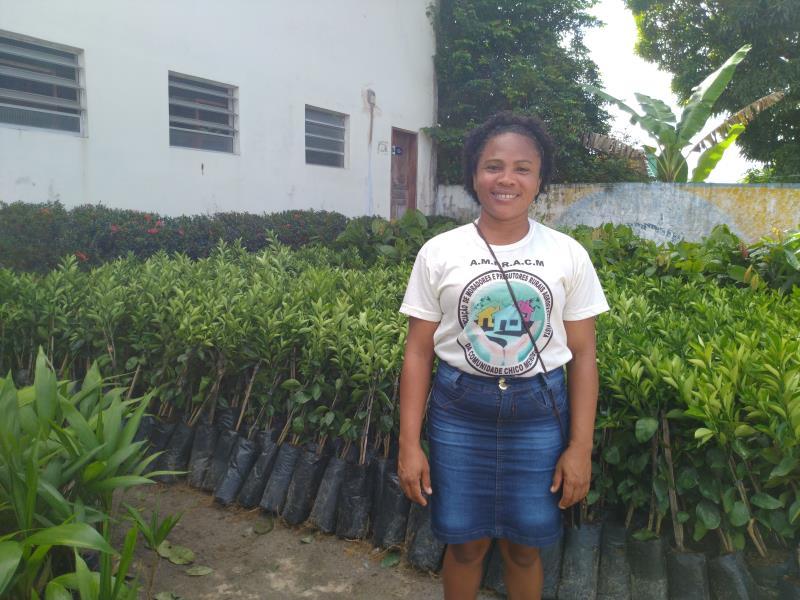 Gerlany de Fátima Oliveira, integrante de uma das 50 famílias de agricultores do distrito de Mosqueiro que receberam mil mudas de laranja, mil de cacau e mil açaí, além de três mil sementes de açaí