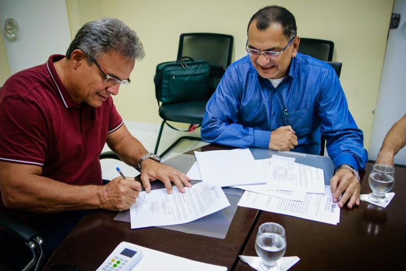 O titular da Semma, Pio Netto (de azul) tem constantes reuniões com  o prefeito Zenaldo Coutinho visando às ações de educação ambiental em Belém