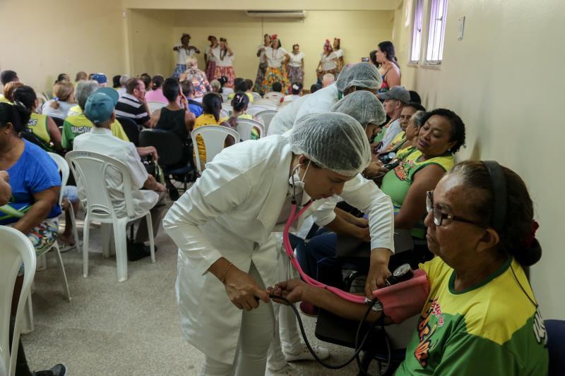 Idosos que são atendidos pelo Centro de Convivência Zoé Gueiros, localizado no bairro do Tapanã, participaram nesta sexta-feira, 17, no auditório da Unidade Municipal de Saúde (UMS) do Tapanã, da programação Mutirão do Idoso