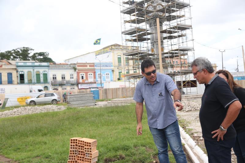As obras na praça do Relógio também foram visitadas pelo prefeito Zenaldo Coutinho