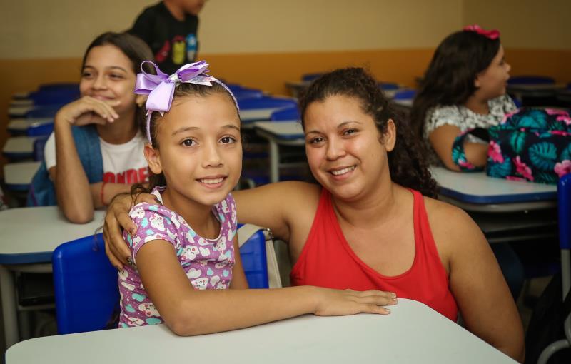 Volta ás Aulas   Na foto: Maria Eliane Castro  e  a pequena Maria Eduarda