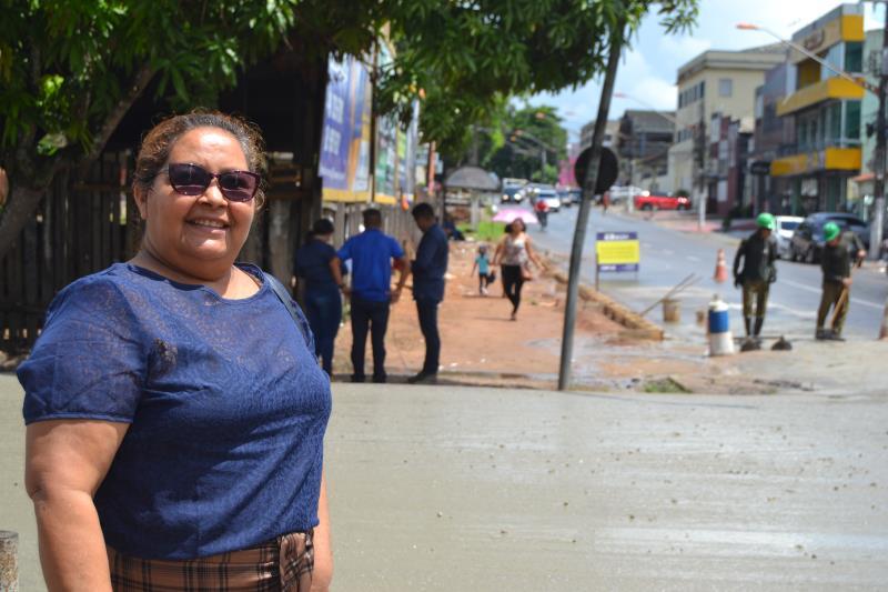"""""""O prefeito Zenaldo está de parabéns por olhar por nosso distrito"""" agradece  Lucidete Alcântara de 51 anos."""