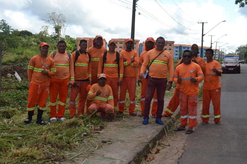60 homens estão todos os dias nas ruas de Icoaraci desenvolvendo trabalho de limpeza de ruas e tarvessas, desobstrução de canais e bueiros e retirada de entulho.