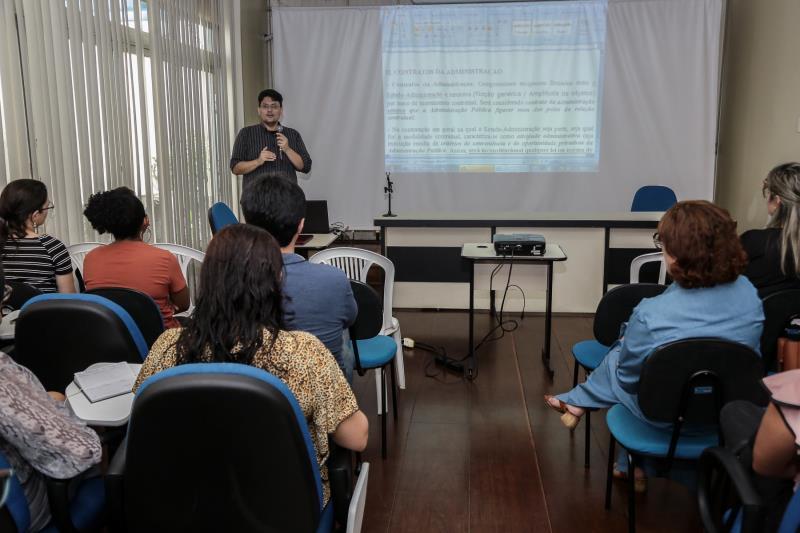 A Escola de Gestão Pública tem o objetivo de promover a formação continuada, por meio de capacitação, qualificação e valorização do servidor público municipal, com ações pedagógicas