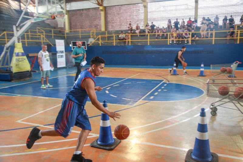 "Projeto ""Escola de Esporte"" funciona no Ginásio Altino Pimenta"