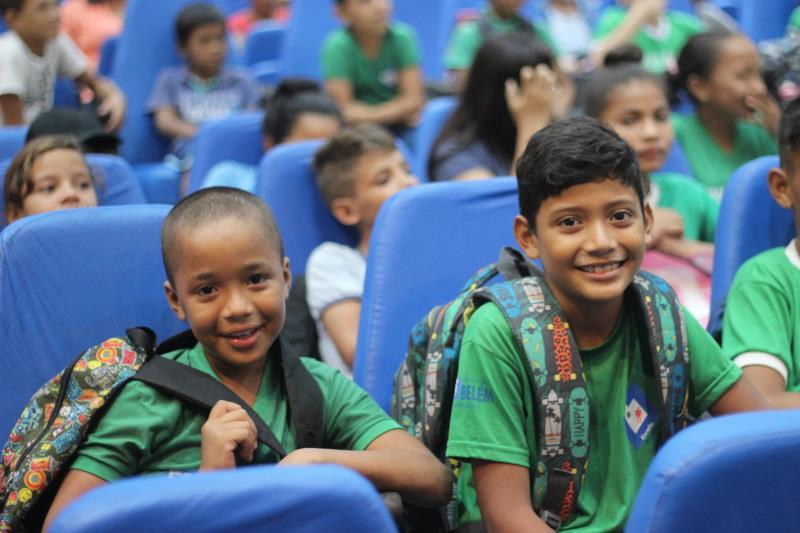 Os colegas de turma Rafael Pinheiro, de 09 anos, e Luiz Carlos da Conceição, de 08 anos, também se divertiram com a peça.