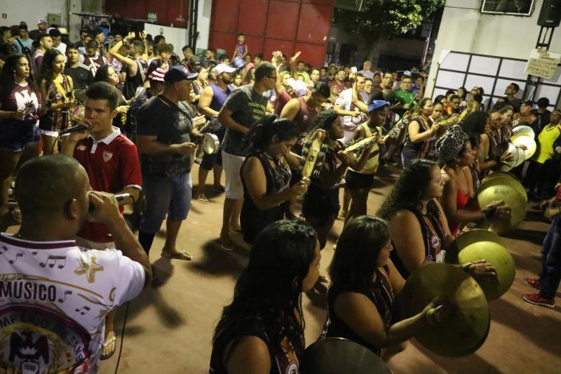 A escola irá levar para a avenida em média 1.600 brincantes que prometem fazer um desfile marcante.
