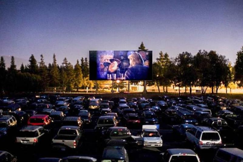 Cinemas drive-in: alternativa para época de salas de cinema fechadas (Facebook/Reprodução)