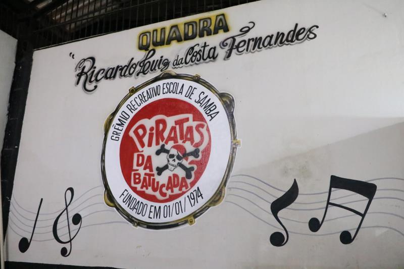 Uma escola de samba ao apresentar seu enredo na avenida é um importantíssimo veiculo de informação