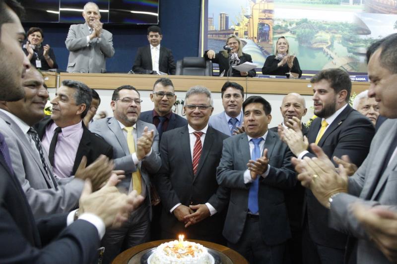 O prefeito recebeu os parabéns pelo seu aniversário, que é celebrado em 4 de fevereiro