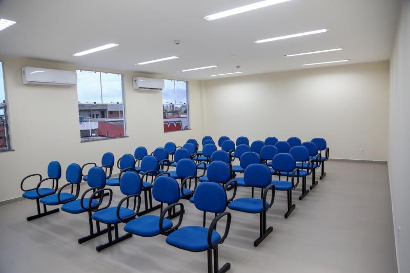 A sala de espera dos pacientes é nova e acolhedora