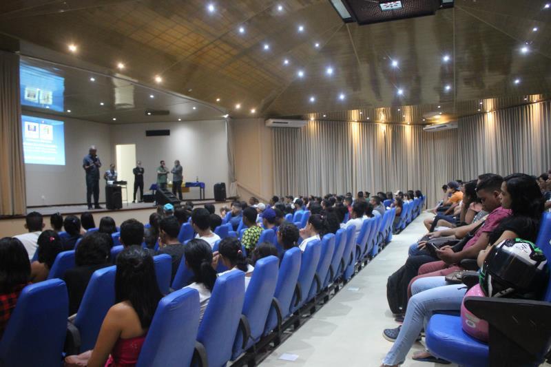 Prefeitura e rede de restaurantes Madero promoveram nesta quarta-feira, 5, no auditório da Funbosque, palestra sobre recrutamento e seleção