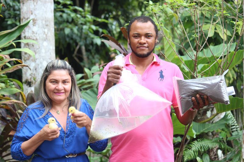 """""""Sou filho de lavrador e sustento minha família com a produção e comercialização de frutas, mas sempre sonhei com a criação de peixes, hoje, a Prefeitura está me dando essa oportunidade"""", disse Alivaldo de Souza"""