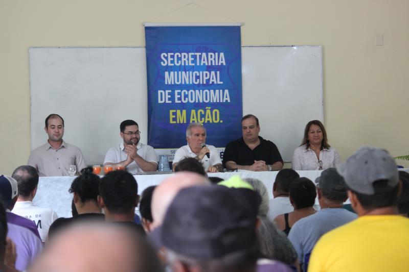 A Prefeitura de Belém entregou, nesta quinta-feira, 6, na Casa Escola de Pesca (Cepe), em Outeiro, 28 mil alevinos da espécie tambaqui para o cultivo nas pequenas propriedades rurais