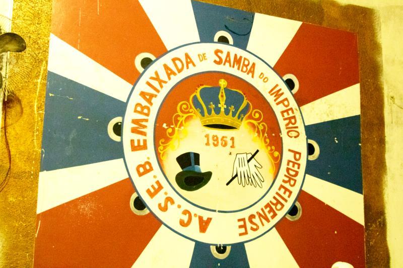 A Embaixada entrará na avenida com a comissão de frente representando o ritual do Sacrifício de Iaçá