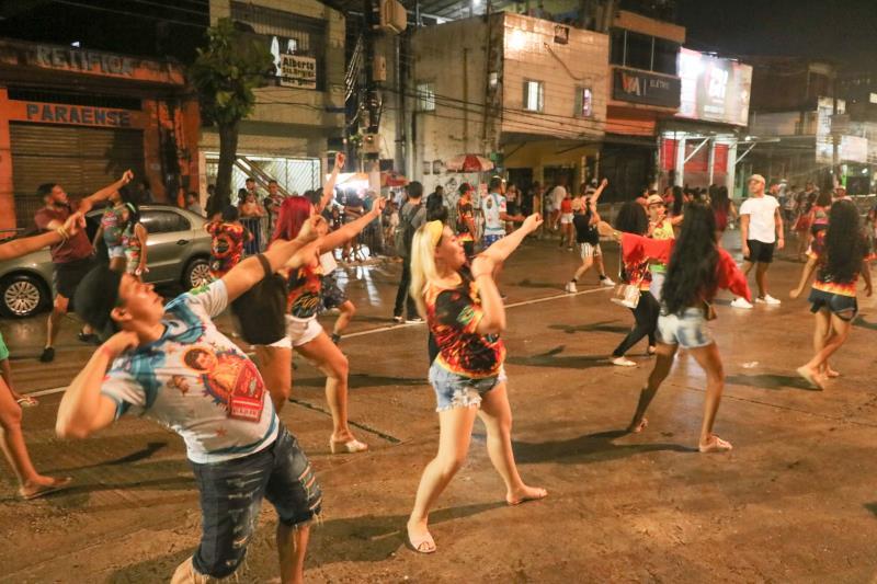 A Aldeia Amazônica recebeu um grande público nos ensaios técnicos das escolas de samba