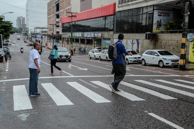 Uma faixa de pedestres foi instalada na avenida José Bonifácio, em frente ao supermercado Formosa para facilitar a quem transita a pé por esse local