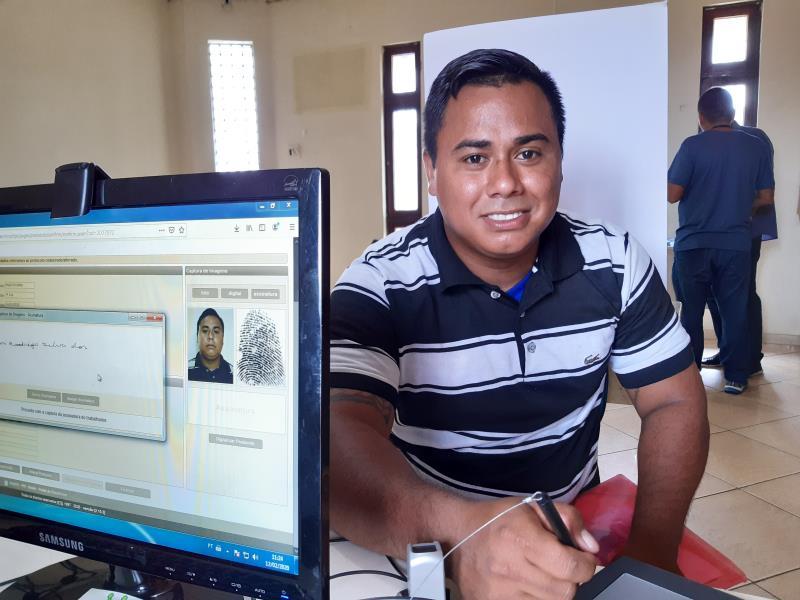 Em busca de uma nova via da Carteira de Trabalho e Previdência Social (CTPS), Yuri Santos, de 26 anos, chegou cedo à sede da Arout, local da atividade
