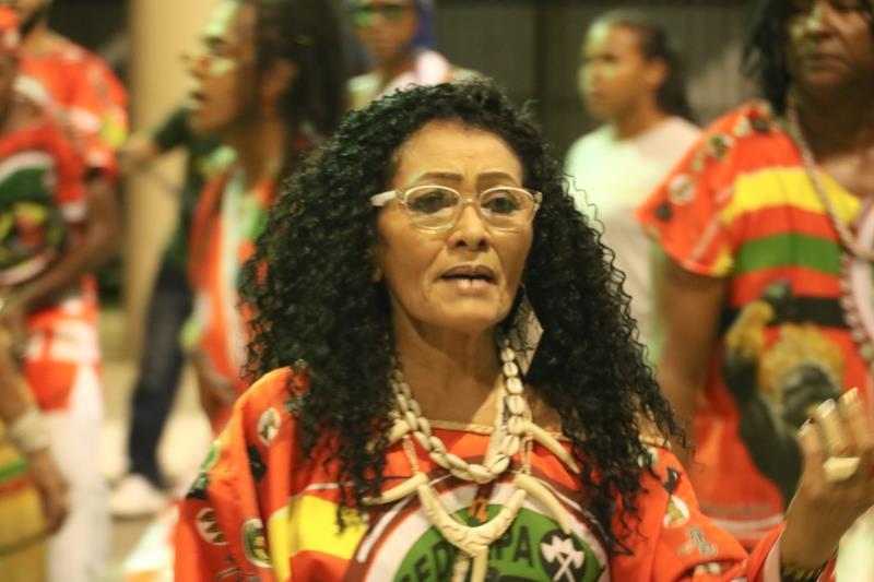Fátima Matos, de 60 anos, integra o Bloco do  Cedenpa, e desfilou em mais um ano