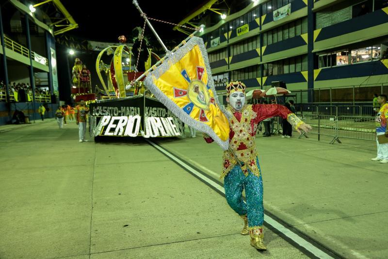 As escolas do Segundo Grupo exibiram luxo e alegria ao longo da passareal do samba