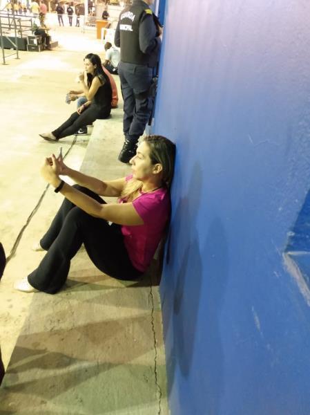 Thaís Veiga, assessora de imprensa da Guarda Municipal de Belém, em momento de descanso
