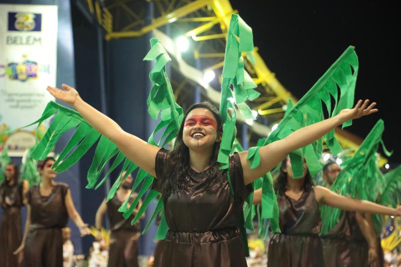 Uma das alas da escola era formada por 'palmeiras de açaí'