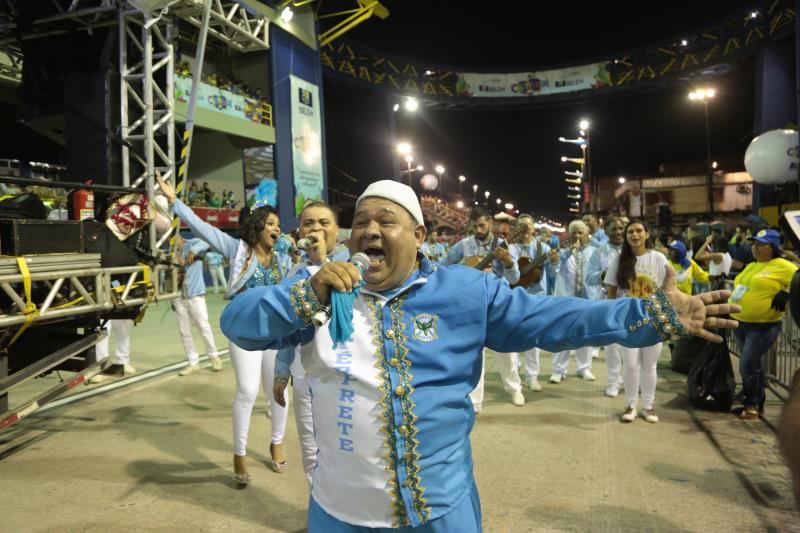 O puxador de samba deu um verdadeiro show de canto