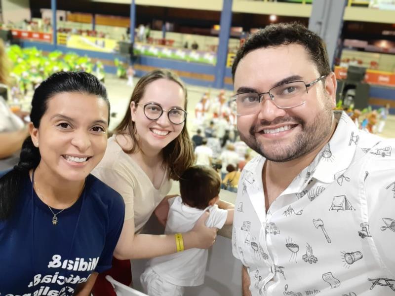 Adriana, Igor Fonseca, Bárbara e Theozinho acompanhando a folia