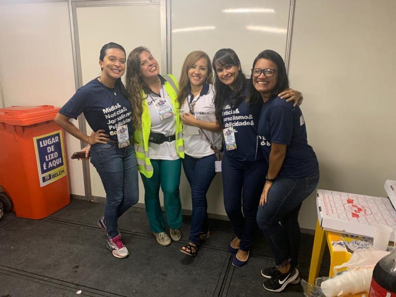 Adriana, Natália, Noely, Karla e Laiana, em yma visitinha básica ao camarote da Sesan