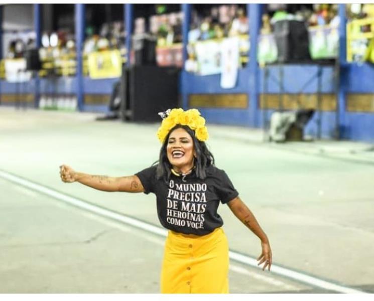 Momento lacre total de Laiana Damasceno, desfilando pela escola Xodó da Nega