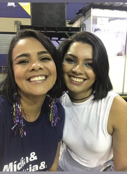 Duas das trigêmeas da Comus, Jamyla Magno e Bruna Cabral