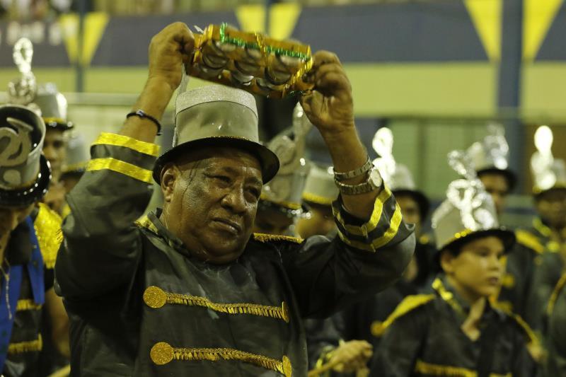 A bateria de uma escola de samba é o coração que move os brincantes no sambódromo