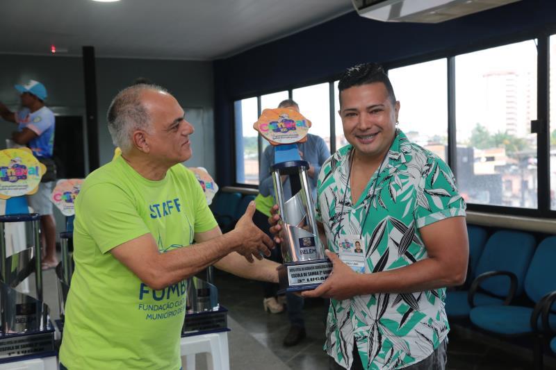 O troféu do terceiro lugar do segundo grupo ficou com a Associação Carnavalesca Cacareco