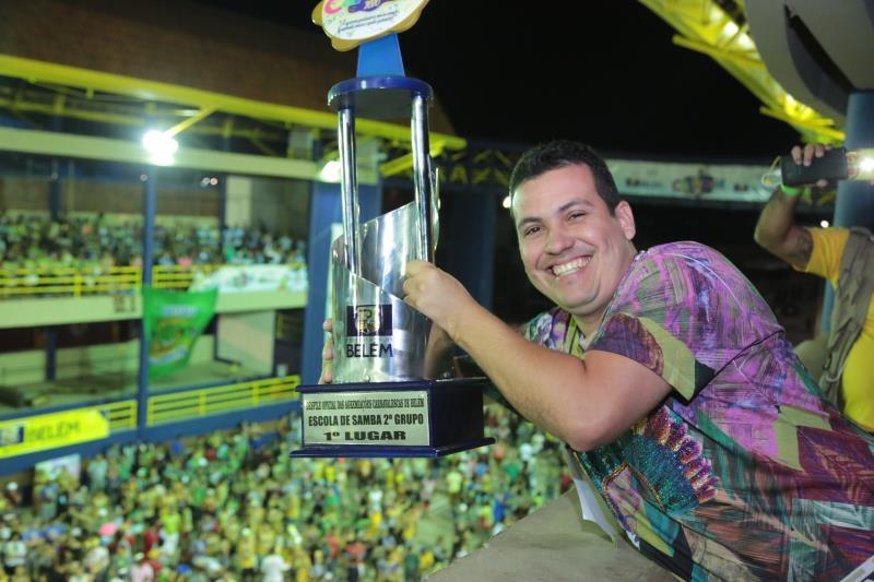 O trófeu de primeiro lugar do segundo grupo ficou com o Acadêmicos de Samba da Pedreira