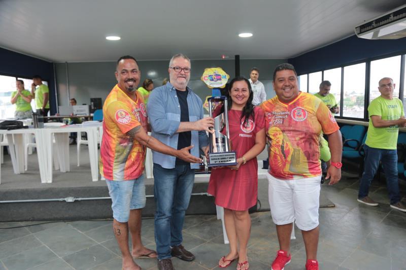 Campeã do terceiro grupo, a Associação Carnavalesca Boêmios da Vila comemorou a conquista
