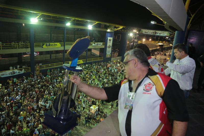 """A Piratas da Batucada foi a grande vencedora deste ano, com o enredo """"Miguel Santa Brígida: O Arcanjo Dionisíaco do Drama, Fé e Carnaval!"""""""