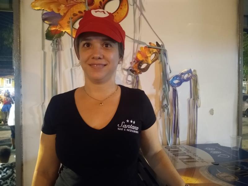 A empresária Leci Abucater, de Santa Catarina, prestigiou pela primeira vez o carnaval da ilha.