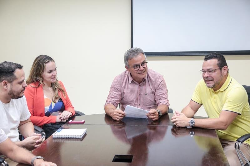 O prefeito de Belém, Zenaldo Coutinho, assinou no início da noite desta segunda-feira, 2, ordem de serviço (OS) para reforma do Palacete Bolonha