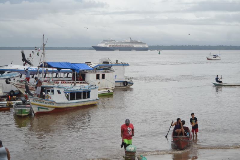 O navio Volendam Shuttle veio do Reino Unido trazendo mais de 1500 turistas.