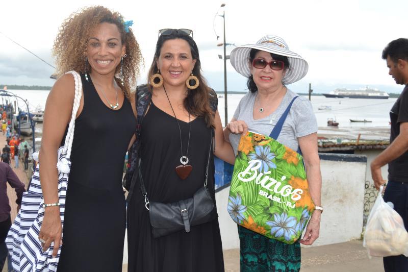 Apesar de ser brasileira, Lene Etinne (à esquerda), mora fora do país e sempre quis conhecer a região Amazônica.