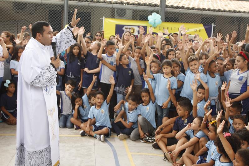 Durante a inauguração foi celebrada uma missa e apresentações teatrais.
